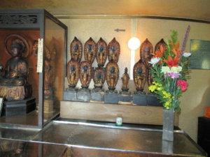 回廊内仏像