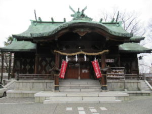 久保市乙剣宮の社殿