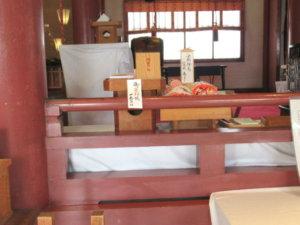 魚津神社拝殿お守り売り場