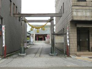 魚津神社 通りの鳥居