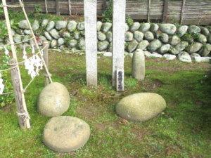 宮津八幡宮の盤持ち石