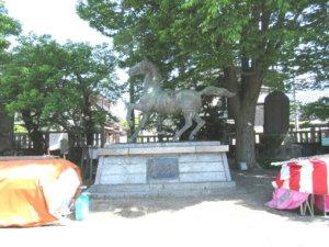 岩瀬諏訪神社 神馬像