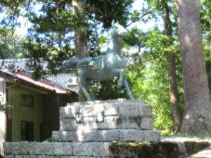 二上射水神社神馬像