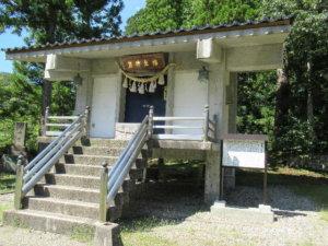 二上射水神社木造男神座像庫