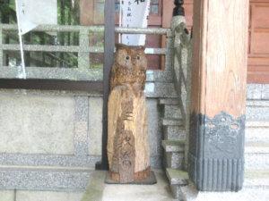 龍尾神社社殿前鳥像