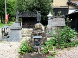 金城寺修行大師像