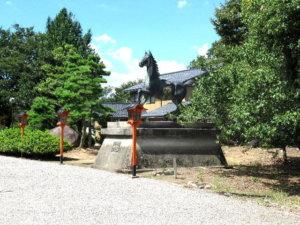 夛久比禮志神社神馬像